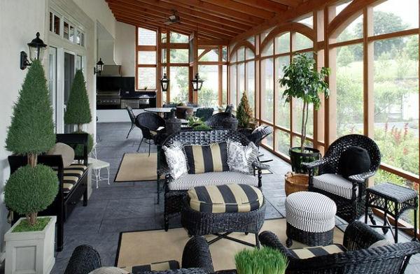 weiße-dekoration-für-landhaus-gläserne-wände