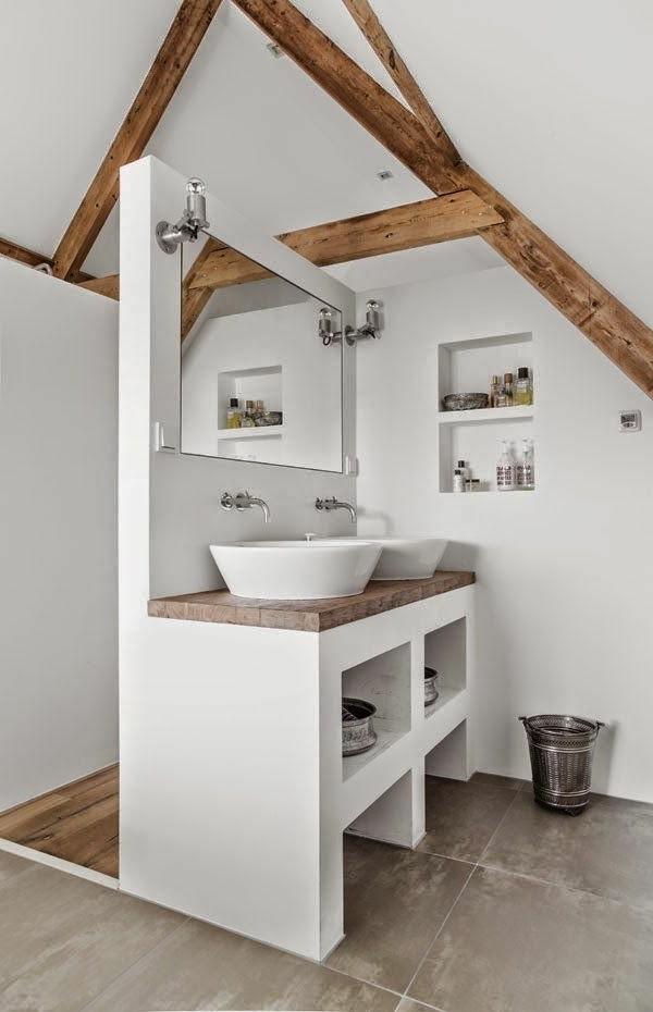 weiße-dekoration-für-landhaus-herrliches-badezimmer in weißer farbe