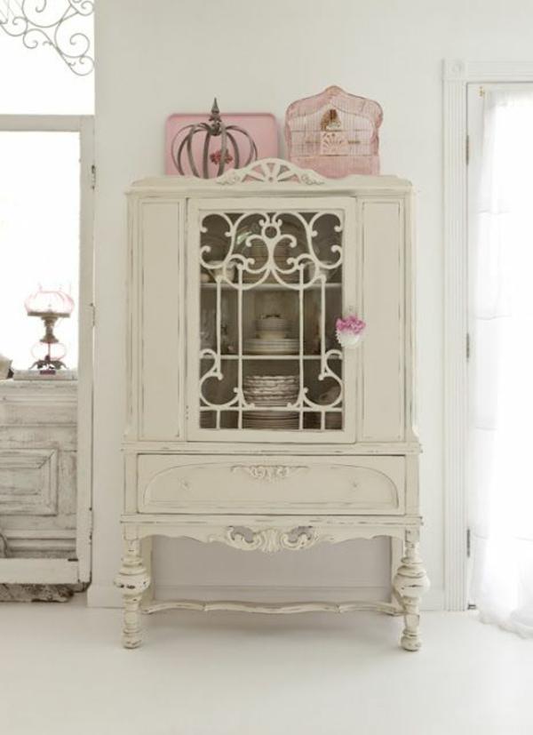 weiße-dekoration-für-landhaus-interessantes-modell-vom-schrank