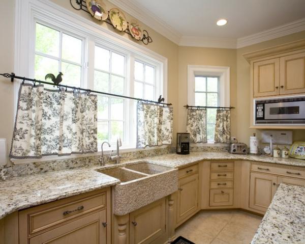 weiße-dekoration-für-landhaus-traditionelles-modell-von-küche