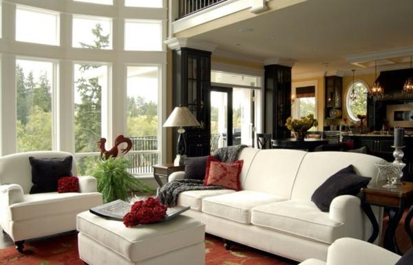 weiße-dekoration-für-landhaus-weißes-sofa-gemütliches-ambiente