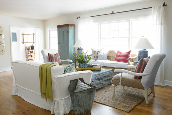 weiße-dekoration-für-landhaus-wunderschönes-wohnzimmer