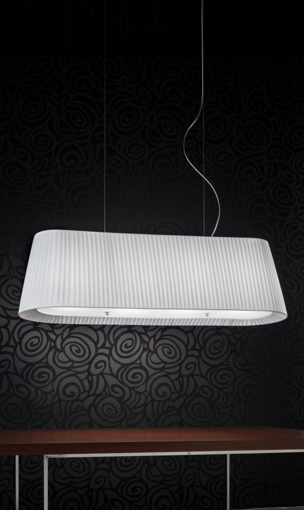 weiße-schicke-und-elegante-lampe-tolles-aussehen