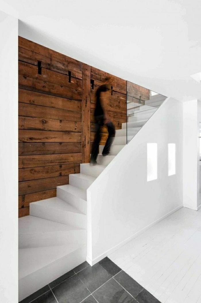 weiße-treppen-wandverkleidung-innen-wandverkleidung-holz-innen-moderne-wandgestaltung-wandverkleidung