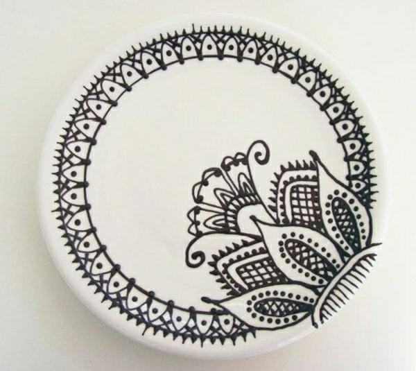 weißer-Teller-Henna-Dekoration-Blume