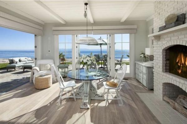weißes-Haus-Kamin-Luxus-Meer