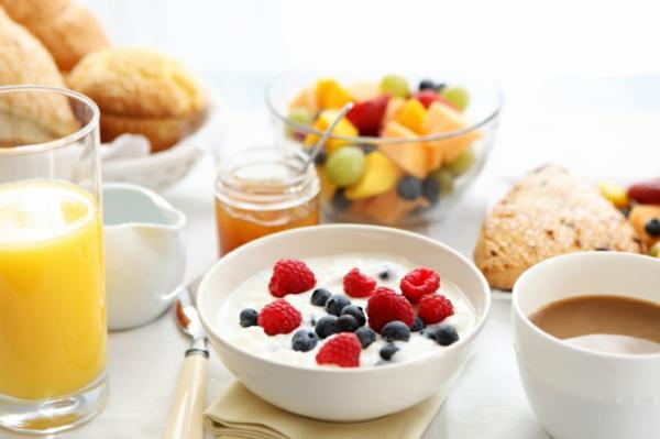 yoghurt-himbeeren-gesundes-frühstück-rezepte-gesunde-frühstücksideen- brunchen-brunch-rezepte-brunch-rezepte-für-brunch