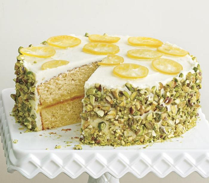 zitronen-deko--torte-aus-lemonen-helle-farbe