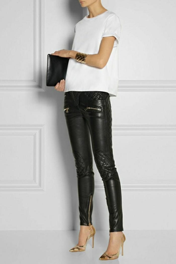 Armband-Schuhe-golden-Lederhosen-weißer-Top-schwarze-Clutch