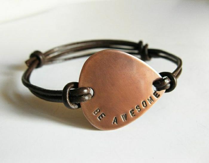 Armband-mit-Gravur-Leder-Metall