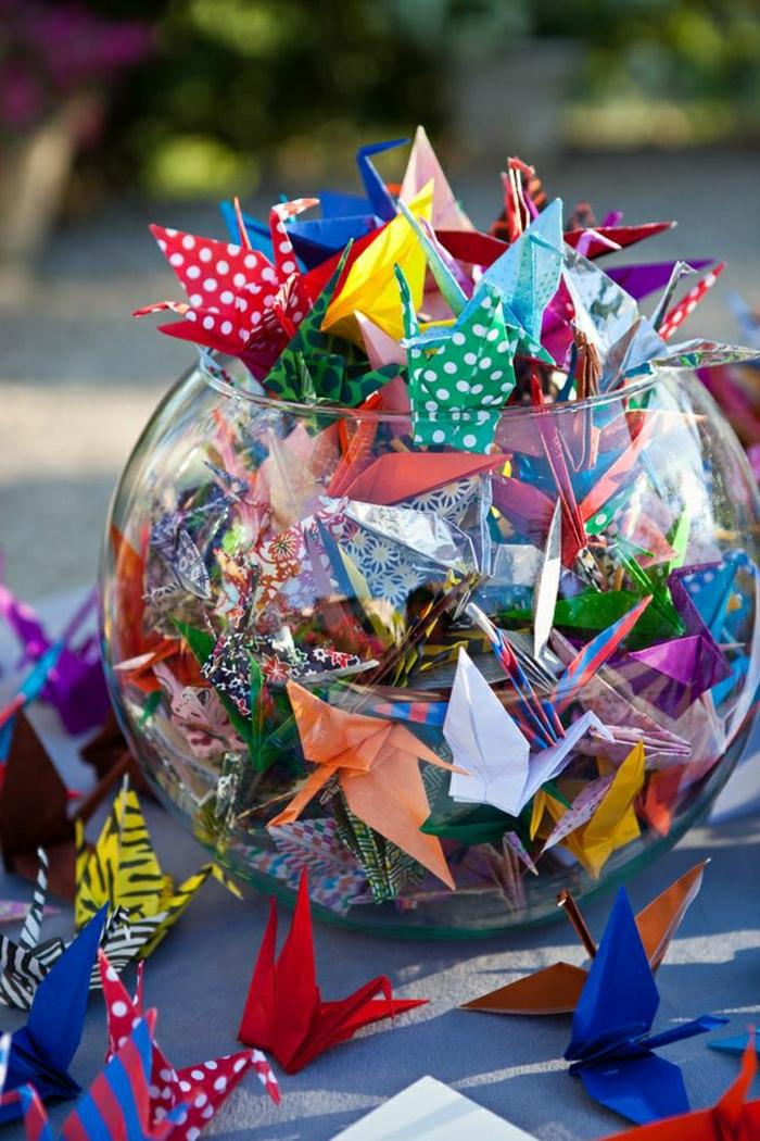 Ball-bunte-Origami-Kraniche