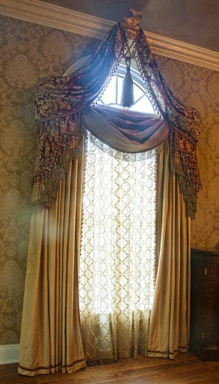 Barock-Design-Tapete-Victorianer-Vorhänge-goldene-Elemente