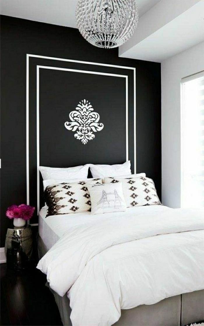 Barock-Schlafzimmer-schwarz-weiß-Tapete-Dekoration-Kristall-Kronleuchter