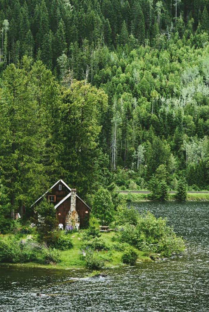 Berghütten-Gebirge-Wald-Bäume-Grün-See