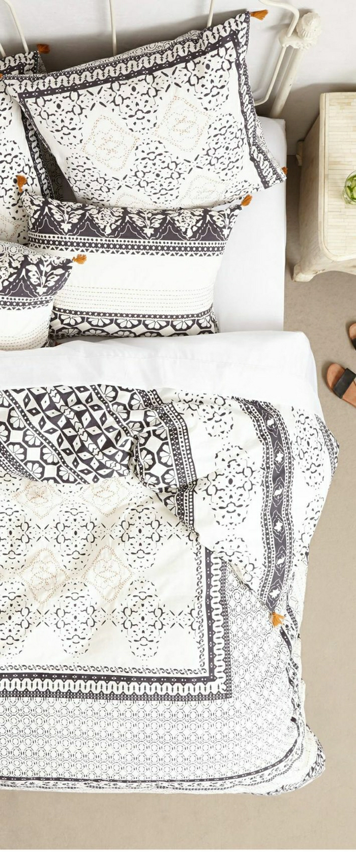 Bett-Schmiedeeisen-schöne-Bettwäsche-Boho-Chic-Stil