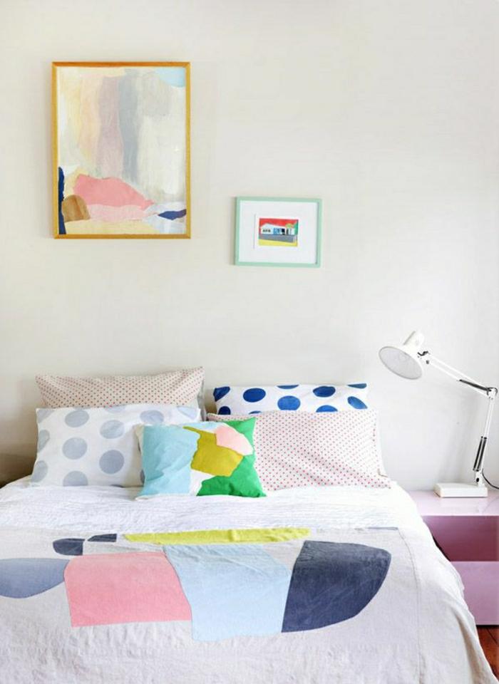 Bettwäsche-lustiges-Muster-bunt-extravagantes-Bild-rosiger-Nachttisch