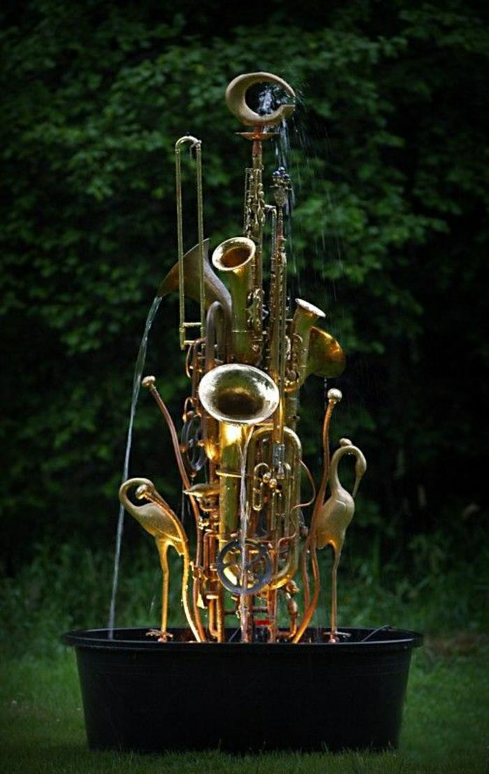Blasinstrumente-Brunnen-Flamingos-Grün