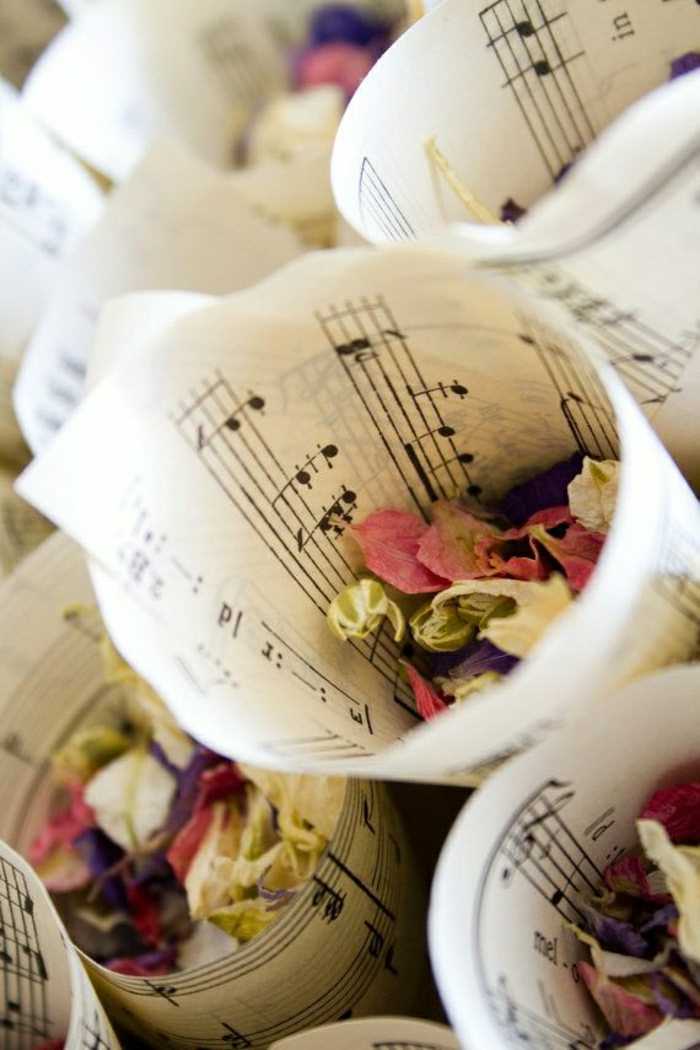 Blumen-Konfetti-Noten-Blätter-Kornette
