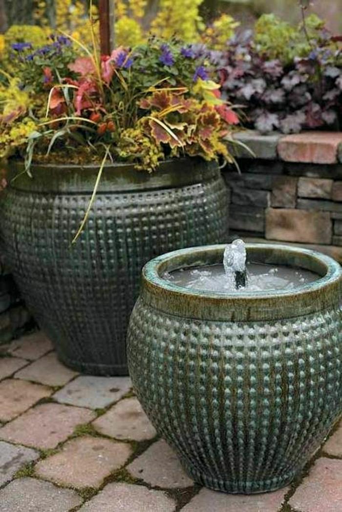 Blumenkübel-Garten-Brunnen-Blumen