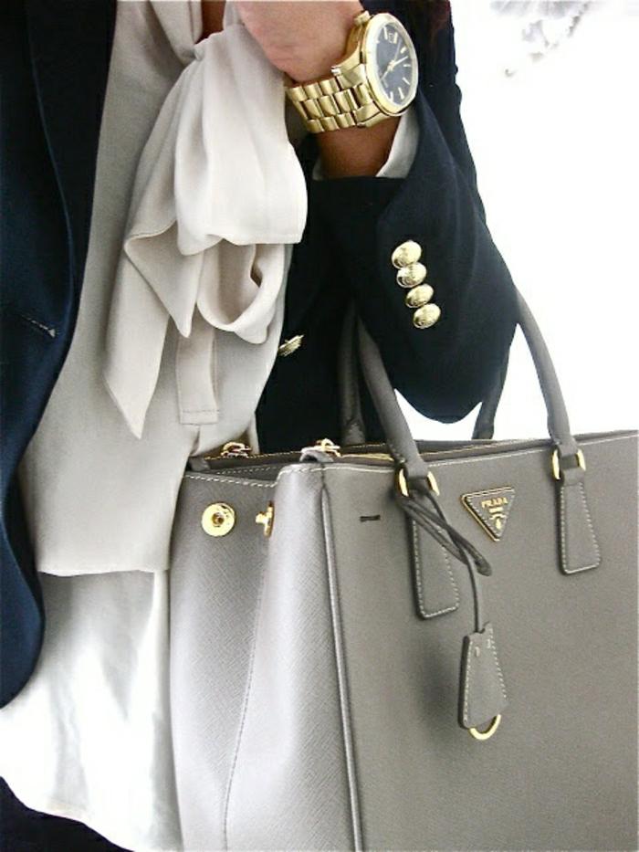 Business-Look-Hemd-Sakko-goldene-Handuhr-Designer-Tasche-Prada