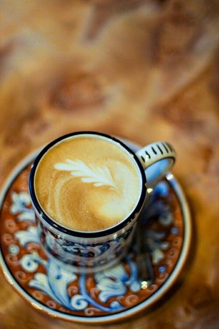 Cappuccino-Tasse-schön-gemalt