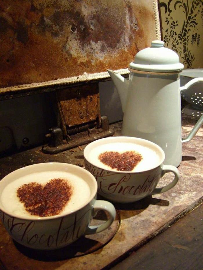 Cappuccino-Tassen-Kanne-rustik