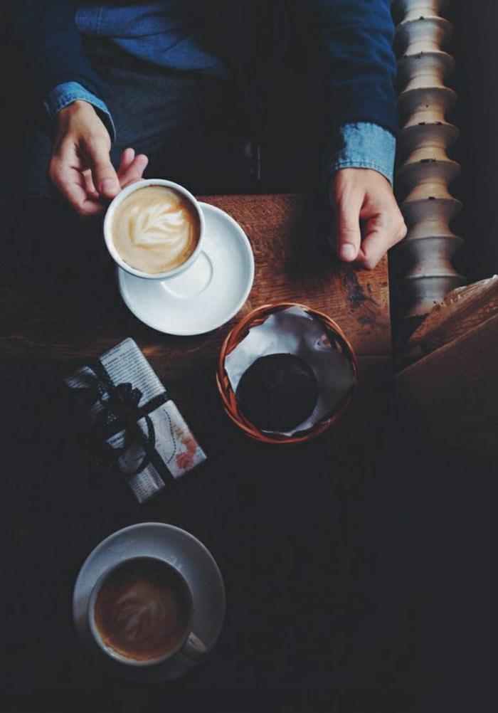 Cappuccino-Tassen-Morgen-Aufwachen