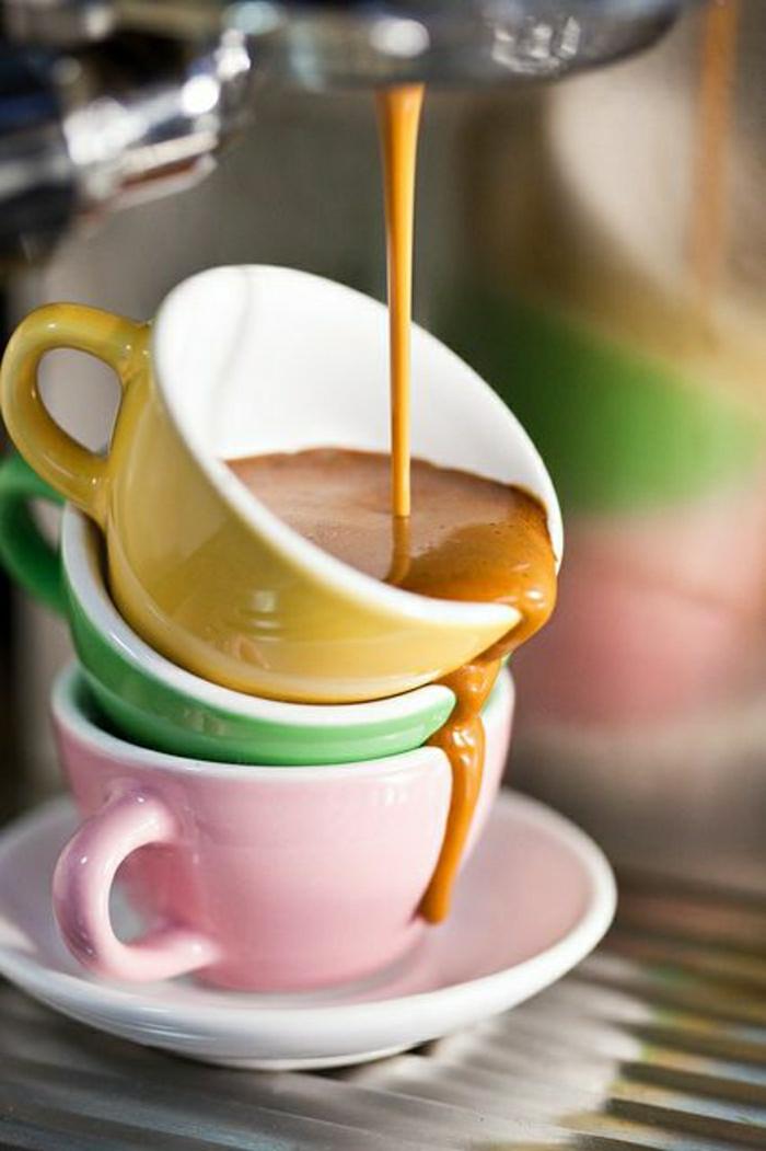Cappuccino-Tassen-gelb-grün-rosa