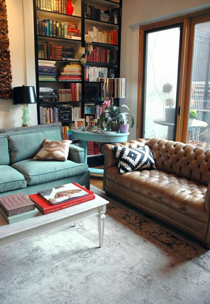 Chesterfield-mintgrüne-Möbel-Bücherregale-Kisse-graphisches-Design
