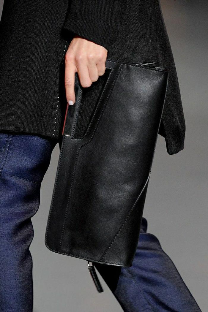 Clutch-elegant-schwarz-Jeans-Mantel