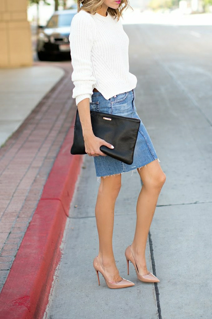 Clutch-stilvoll-schwarz-Rock-weißer-Pullover-Stöckelschuhe-Körperfarbe