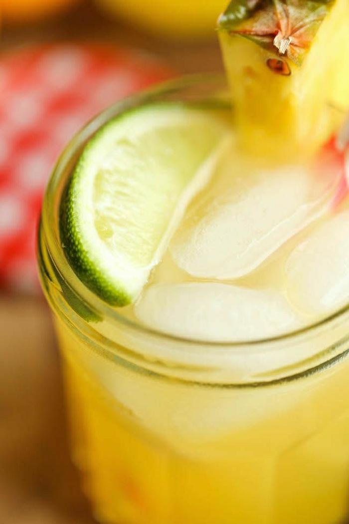 Cocktail-alkoholfrei-Ananassaft-Zitronensaft-Limonensaft