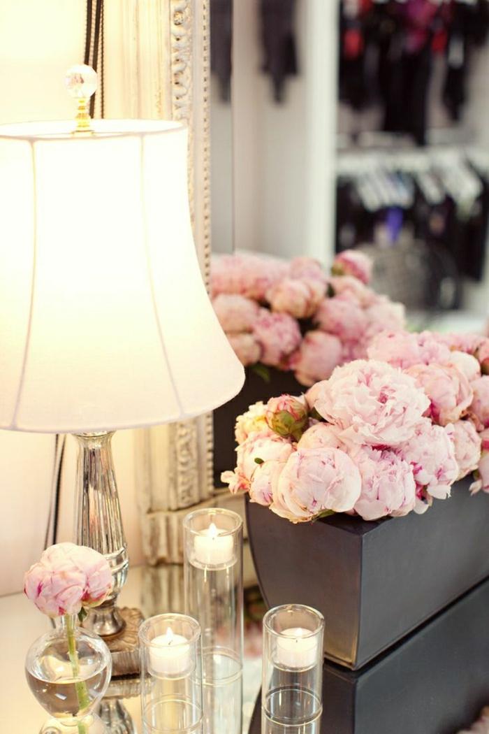 Dekoration-Blumenkübel-Kerzen-Spiegel-Lampe-vintage