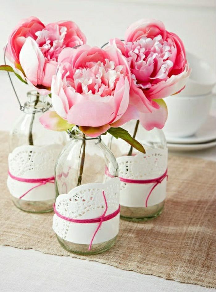 Dekoration-Blumen-Flaschen-Servietten-Bändern