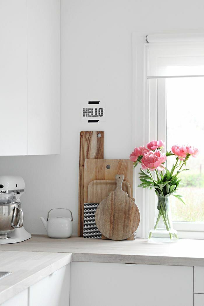 Dekoration-mit-Pfingstrosen-Küche