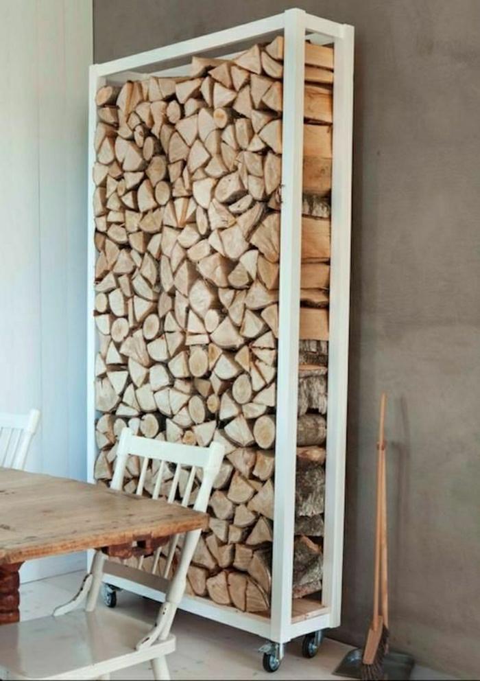 Esstisch-Stühle-Glasschrank-Glasschrank-Esszimmer-skandinavisch