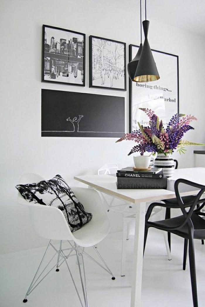 Esszimmer-schwarz-blau-Ekktisch-Stühle-Blumen-Bilder-Stadtlandschaften