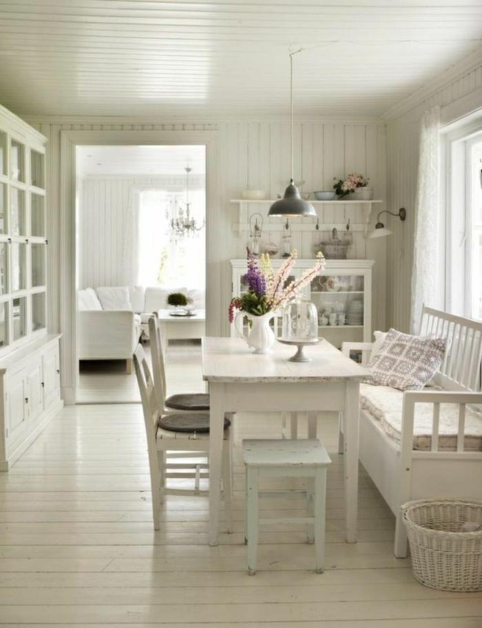 Esszimmer-weiß-weich-gemütlich-skandinavisch-Esstisch-Stühle-vintage