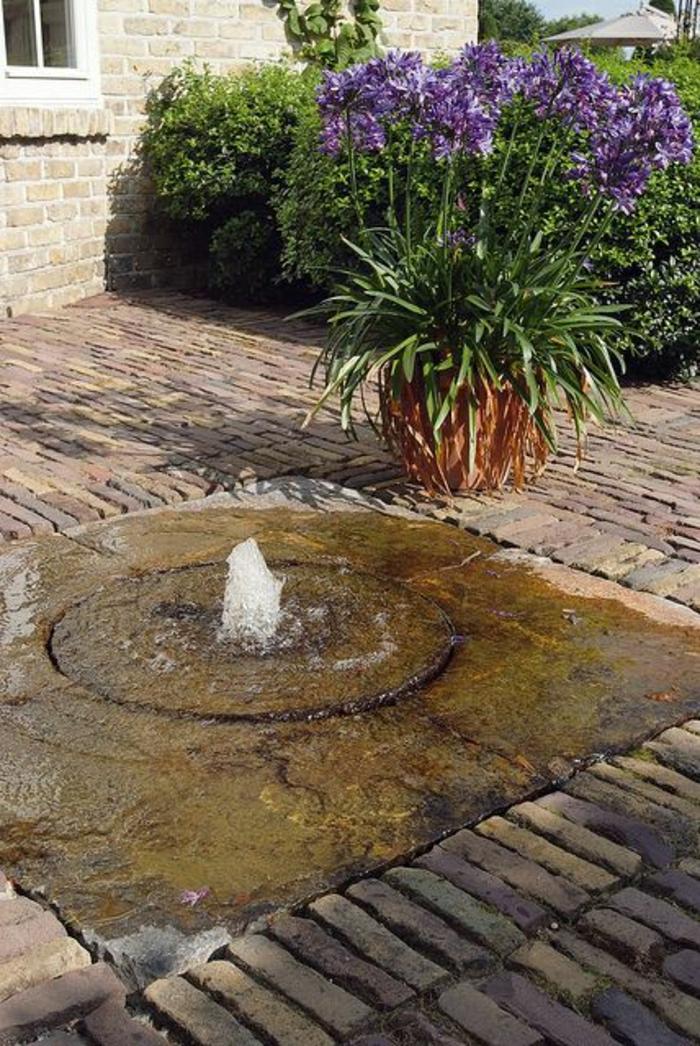 Garten-Boden-Wasserbrunnen