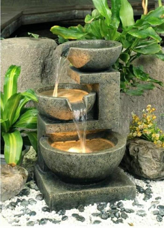 Garten-Brunnen-drei-Schüssel-Pflanzen