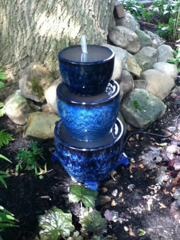 Garten-Entspannung-blauer-Brunnen