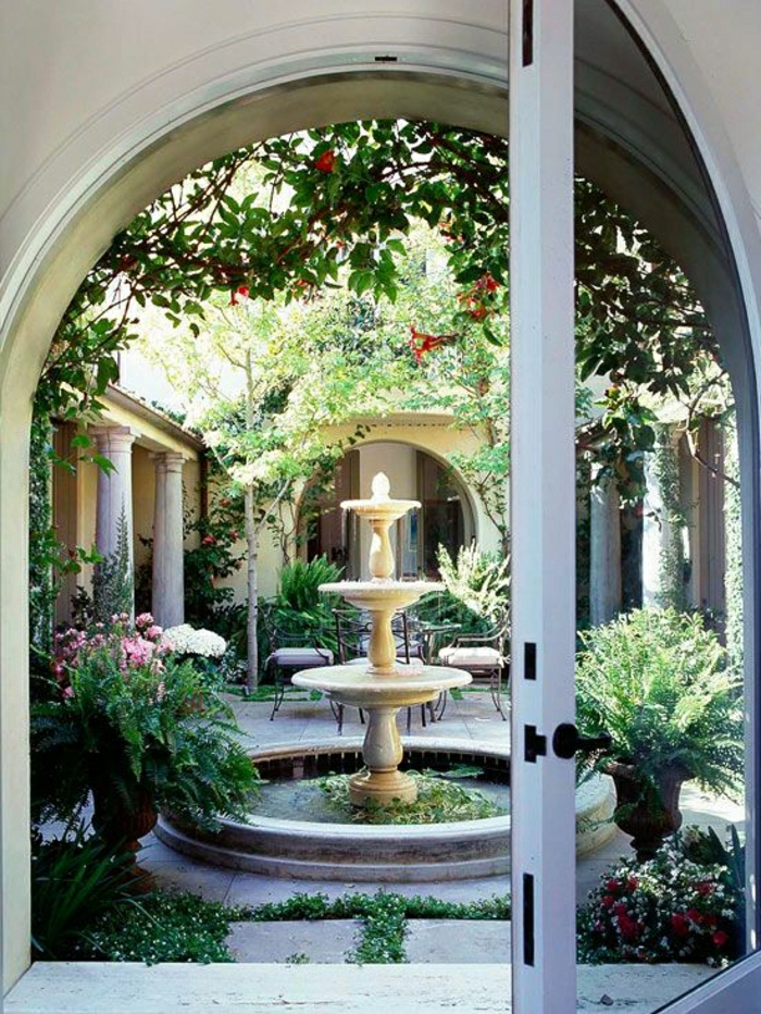 Garten-Hof-eleganter-Wasserbrunnen