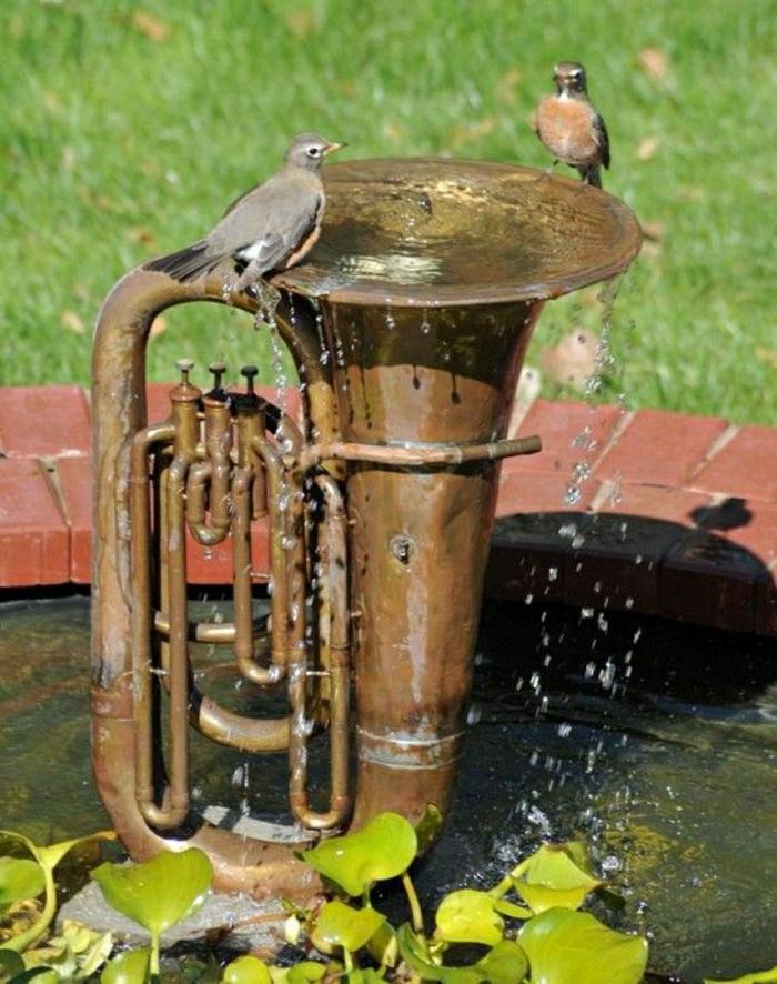 Garten-Tuba-Brunnen-Vögel