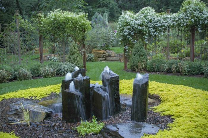 Garten-Zaun-Grün-Stein-Brunnen