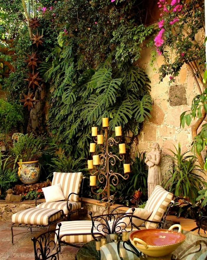 mediterrane-Gartengestaltung-Grün-Keramik-Schmiedeeisen-Kerzenhalter