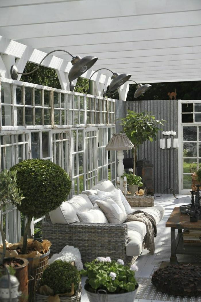 Garten-skandinavische-Gestaltung-Blumentöpfe-Grün-Kerzenhalter-Sofa-Kissen