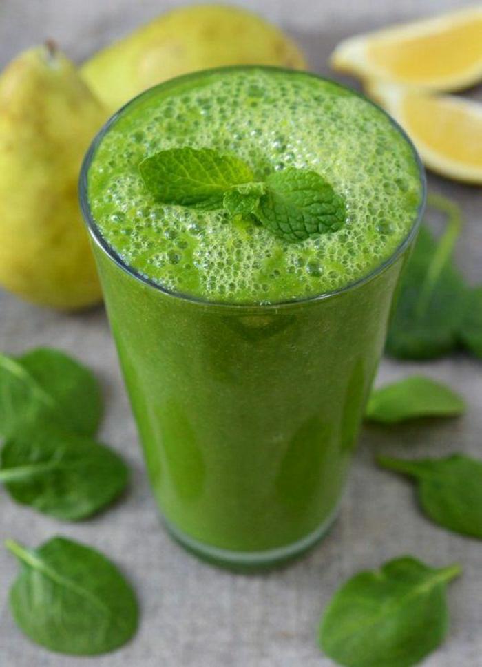 Gemüse-Smoothie-Spinat-Birne-Ingwer