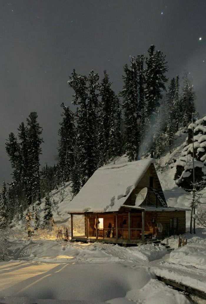Hütte-Blockhaus-Gebirge-Schnee-Bäume-Nacht