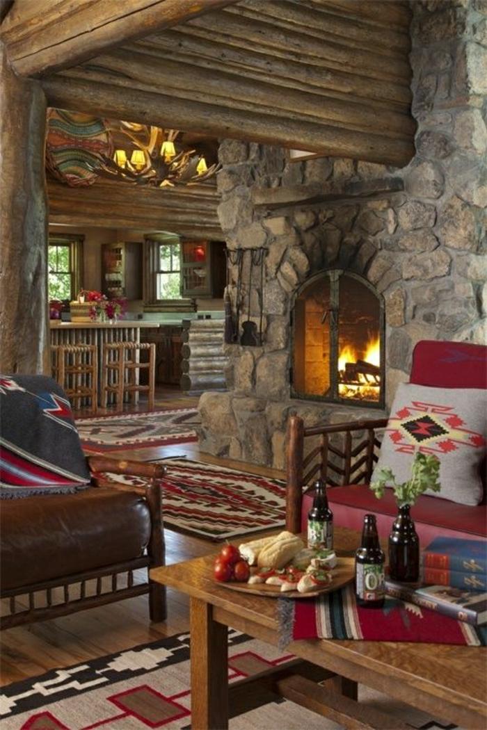 Hütte-Zimmer-Kamin-Kronleuchter-Geweih-Esstisch-Essen-Bier-Teppiche