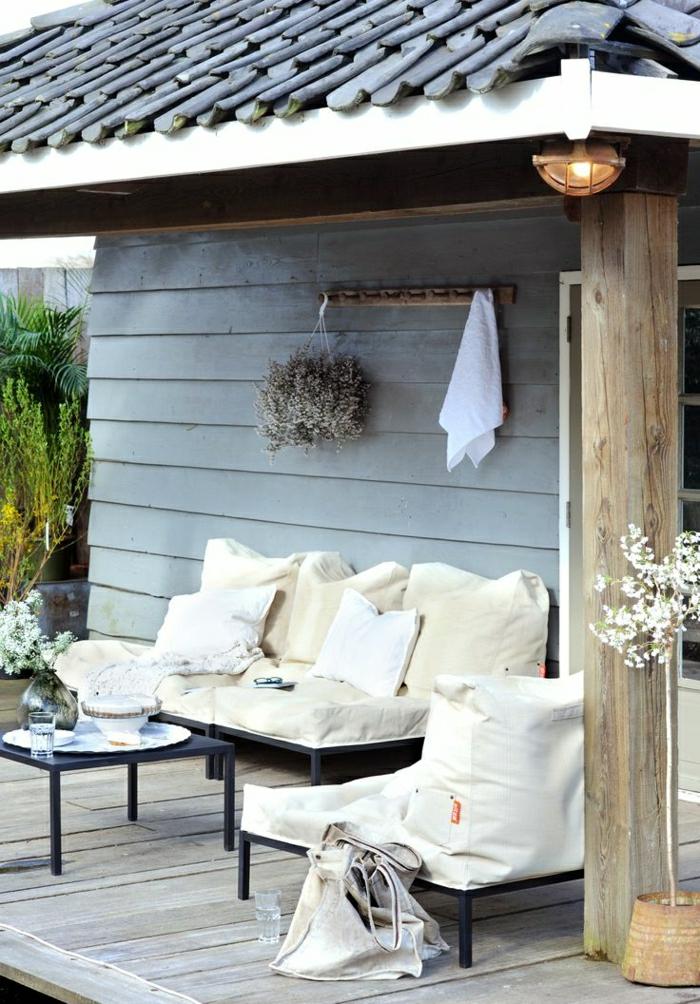 Haus-Garten-scandinavisches-Design-Sofa-beige-Vase-Tasche
